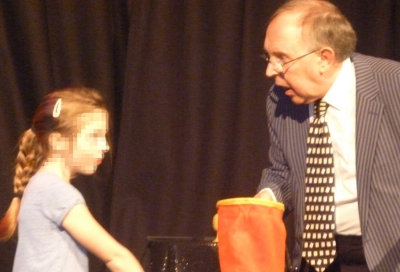Jonathan Cann performing magic at a Children's party.